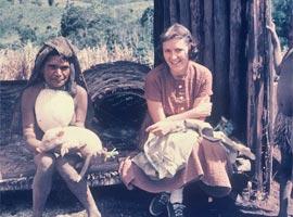 Joice and Kewa woman visiting (Muli, 1958)